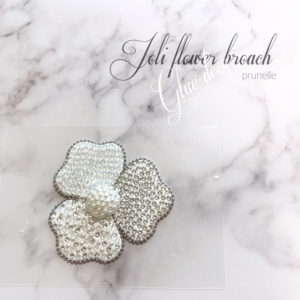 Joli Flower Broochのホワイト